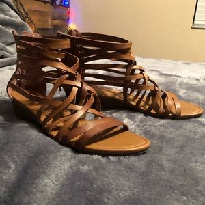American eagle sandals with a little heel